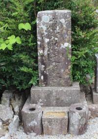 湯川麑洞の墓